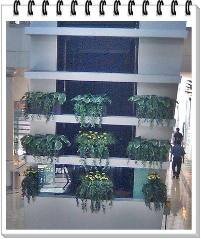Decoracion con jardineras colgantes decorklass for Decoracion jardineria